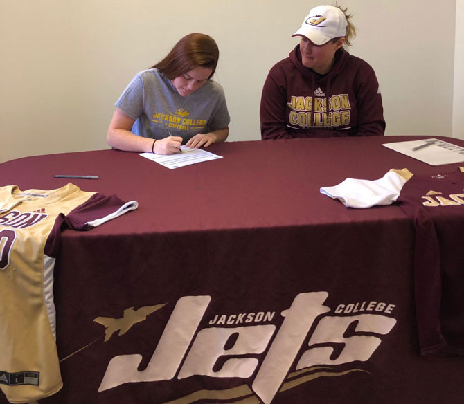 Brooklyn Barton Commits to Jackson College